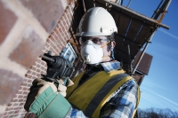 Pozor na zrak! Ochrana zraku je při práci důležitá..